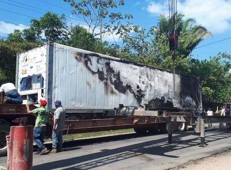 Honduran Protestors burn Dole Fruit Trucks